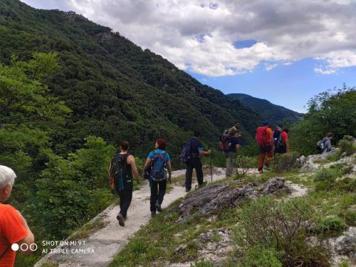 in cammino escursione grotta di san michele